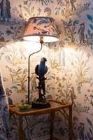 HYGGE: Huset oser av hygge og sjarm, skapt gjennom uredd bruk av farger og materialer. Når lyset slukkes om kvelden er det favorittfargen blå som runder av dagen.