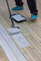 <b>BEIS:</b> Det finnes terrasseverktøy som er både rulle og etterstryker i ett, som gjør jobben enklere.