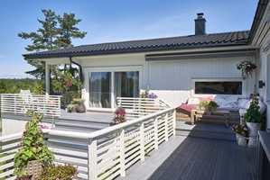 <b>NYTE SOMMEREN:</b> Med et velholdt hus, en fin terrasse og en hyggelig uteplass, kan sommeren bare komme!