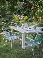 <b>SAMLINGSSTED:</b> Med en slik sittegruppe i grønne omgivelser er det bare å invitere gjester på middag.