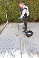 <b>VASK:</b> Bruk et rengjøringsmiddel beregnet for terrassevask.
