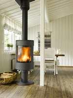 Et lyst og innbydende rom, med tøft og rustikt gulv.
