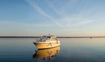 Båtlivet frister mange i fint vær. Med fuktsluker i båten blir opplevelsen enda bedre.