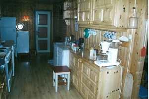 En del av kjøkkenet før.