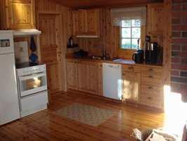 Slik så kjøkkenet ut, her med døren som ble blendet.