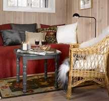 Lesekroken ble ny med tekstiler i varme jordfarger og gråmalt bord.