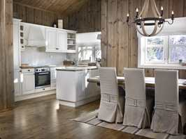 Kjøkkenet ble helt lyst, og står nå fint i stil med det øvrige interiøret.