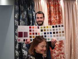 <b>FARGERIKT:</b> Nicola Bortolozzi fra Rubelli har et stort utvalg farger og design. Også for det norske markedet. – Jeg synes nordmenn er flinke til å bruke kvalitet, sier han.