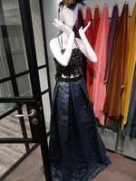 <b>KROPPSNÆRT:</b> Klesdesignere har også fått øynene opp for det elegante tekstilet fra Italia.