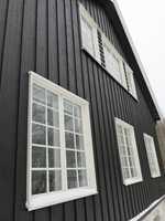 Norske hus har mange rom. Det betyr også mange glassflater. Det kan virke uoverkommelig å holde fortet rent, men med riktig utstyr går det som regel bra.