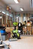 På Hovin i Oslo har selskapet hovedkontor, lager og proffbutikk.