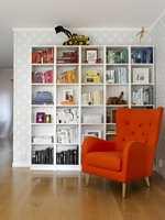 <b>IDENTITETSMARKØR:</b> Du kan lære mye om en person ved å titte i bokhyllen. Tapet fra Storeys. (Foto: Per Erik Jæger/ifi.no)