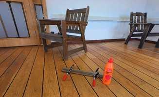 Lim kan brukes til alt. Også til å fikse ødelagte møbler. Bli med når Sika Norge viser hvordan hagemøblene klargjøres for en ny sesong.