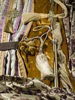 Minimalismen er på vei ut og gardinene på vei inn. Det er lov å leke seg med pynt- og dekorelementene!