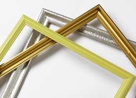 Kombinert med ekte rammer blir de malte rammene en tøff effekt. Ikke vær redd for å kombinere ulike farger!