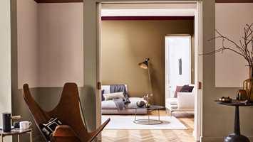 En elegant stripe mot taket, malt i en annen farge enn veggfargen, gir karakter til rommet.