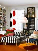 Serien Karlstad inneholder blant annet frittstående sjeselonger som kan bygges sammen. Her i et grafisk stripete sort/hvitt stoff.