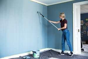 <b>TRYGT:</b> Etter at fargen er testet i rommet, kan du dekke til gulvet og sette i gang med forvandlingen.