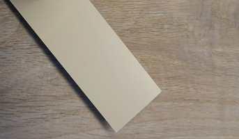 Før du låner veggfarge fra andre bør du teste den der den skal brukes. Hvis du har et annet gulv, vil fargen se helt annerledes ut hos deg.
