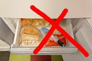 <b>FROSTSKADER: </b>Kjerringråd om å putte penselen i fryseren, gjør du best i å ignorere. Dypfrysing av penselen kan skade busten, malingen og maten du har tenkt å spise. (Foto:Chera Westman/ifi.no)