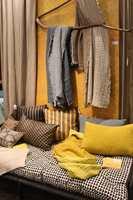 Gylne farger luner og gjør grått og beige mer innbydende. Dette var fargekombinasjoner vi fant hos mange utstillere på Maison & Objet i Paris i januar.