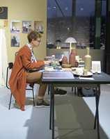 <b>ATELIER:</b> Interiørstylist Tina Hellberg innredet et av tre atelier i glassgaten i messelokalene. Hun omga seg også med bruntoner og cognacfarger.
