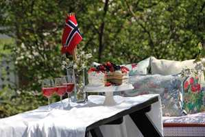 Dekk på med flagg og sommerlige tekstiler, så er du klar til feiring!