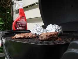 <b>GLADE GRILLER:</b> Etter en god runde med rens, vil grillmaten smake sommer og sol. (Foto: Robert Walmann/ifi.no)
