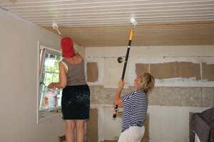 Synes du kjøkkenet virker litt slitent og du vurderer renovering? Men egentlig liker du både innredningen og fargene? Da kan det rett og slett hende at det er taket som er problemet.