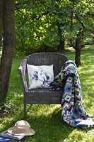 <b>KOS:</b> Med puter og pledd i godstolen ute, blir det deilig å slappe av og lese bok.