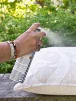 Bruker du impregneringsspray, bør du holde sprayen på litt avstand når du påfører. Det er også viktig at du følger produsentens anvisninger.