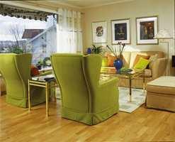 Salong nå: Når seksjonen er vekk kan sofaen plasseres ved veggen slik at man har glede av både utsikt og peis.