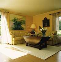 Stuen etter det nye sofatrekket er sydd.