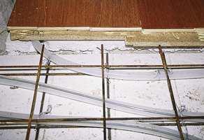 Man kan gjerne kombinere parkett og fliser, f.eks. ved overgang mellom stue og kjøkken.