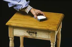 Beisen jevnes ut med svamp. Man kan også bruke pensel.