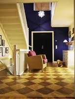 Velkommen inn! Slitesterke vinylfliser imiterer tre og marmor.