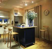 Kjøkkenet i en litt strammere stil.