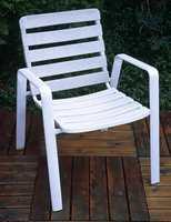 Moderne møbler i plast krever svært lite vedlikehold i forhold til møbler.