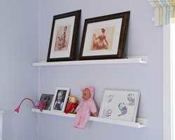 Bildelister fra IKEA gjør at kunst og bilder kan stilles ut og skiftes.