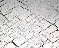 Krakkeleringseffekten avhenger av tykkelsen på malingsstrøket.