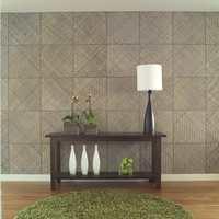 En død veggflate er forvandlet med kvadrater i flettet bambus - en effektfull bakgrunn for et stramt stilleben som blikkfang i rommet.