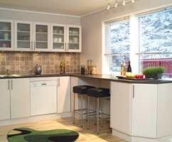 ...og ga plass til en ny, lys og åpen kjøkkenløsning som var mye mer praktisk.