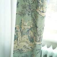 Tekstilene er valgt med omhu. Den kraftige kvaliteten gir et lunt inntrykk, samtidig som blåfargen fra soveromsveggene er et gjennomgangstema.