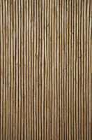 Det eksklusive stråtapetet er håndlaget av halm med innvevde tråder i forskjellige farger, her er det blitt valgt en med sorte innslag.