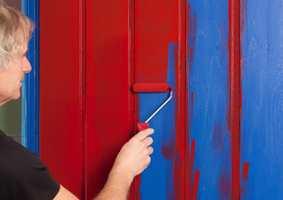 Lurer du på å male døren din, finner du god veiledning i bladet.