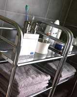 To slike vogner gir plass til håndklær og alt annet som trengs når bare to voksne skal dele badet.