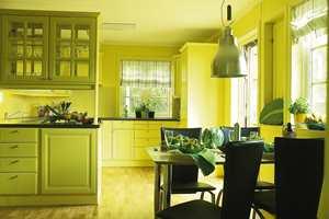 Kjøkkenet ble nytt og friskt etter maling.