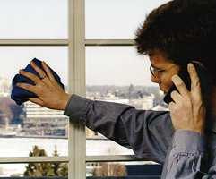 Puss vinduene mens du snakker med mor.