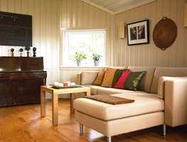 Man skulle nesten ikke tro dette var samme stuen. De nymalte flatene gir et helt annet lys i rommet.