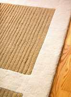 Det, lyse, håndknyttede teppet er nytt.
